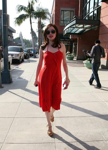 Rose - Leaving a hair salon in Beverly Hills, California, May 26, 2009
