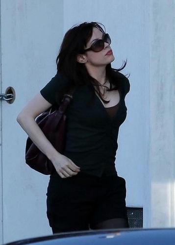 Rose - Running errands in Beverly Hills, California, January 27, 2009