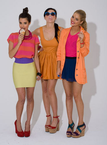 Samara Weaving; Demi Harman; Rhiannon vis