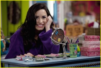 Sonny Munroe wallpaper possibly with a holiday dinner, a brasserie, and a dinner table entitled Sonny Munroe <3