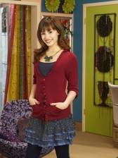 Sonny Munroe wallpaper possibly containing a skirt titled Sonny Munroe <3