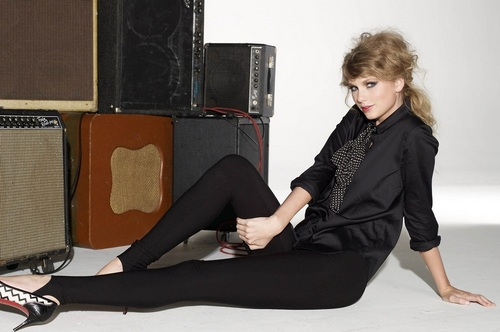 Taylor Swift wallpaper containing a hip boot called Taylor - Photoshoot 2010