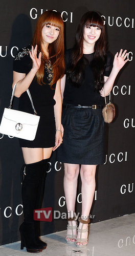 F(x) wallpaper probably with a hip boot and a portrait called Victoria and Sulli arrive at Gucci