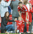 Xabi and his family - xabi-alonso photo