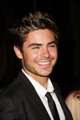 Zac Efron پیپر وال containing a business suit and a suit titled Zac Efron 2011