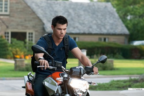 new abduction still pic