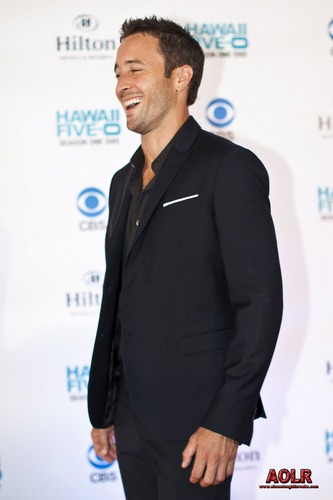 "Alex O'Loughlin achtergrond containing a business suit, a suit, and a three piece suit called ""Hawaii Five-0"" Season 2 Premiere"