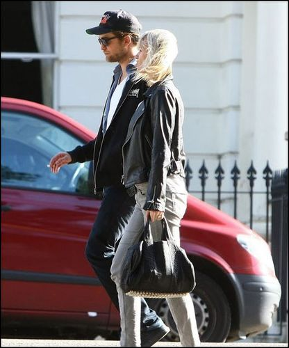 *NEW* Pics of Rob in London today