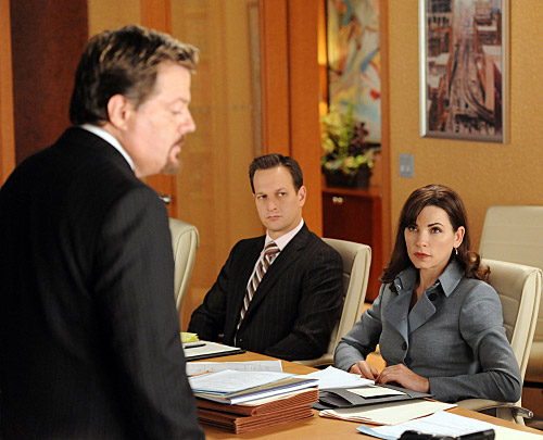 The Good Wife karatasi la kupamba ukuta with a business suit titled 'The Good Wife': 'The Death Zone' Promotional picha