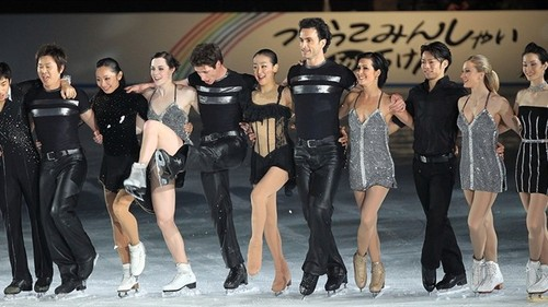 Tessa Virtue & Scott Moir wallpaper probably containing a well dressed person, a hip boot, and a playsuit called 2010 Japan Stars on Ice Tour