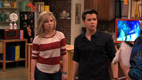 iCarly वॉलपेपर entitled 5x02 - iDate Sam & Freddie
