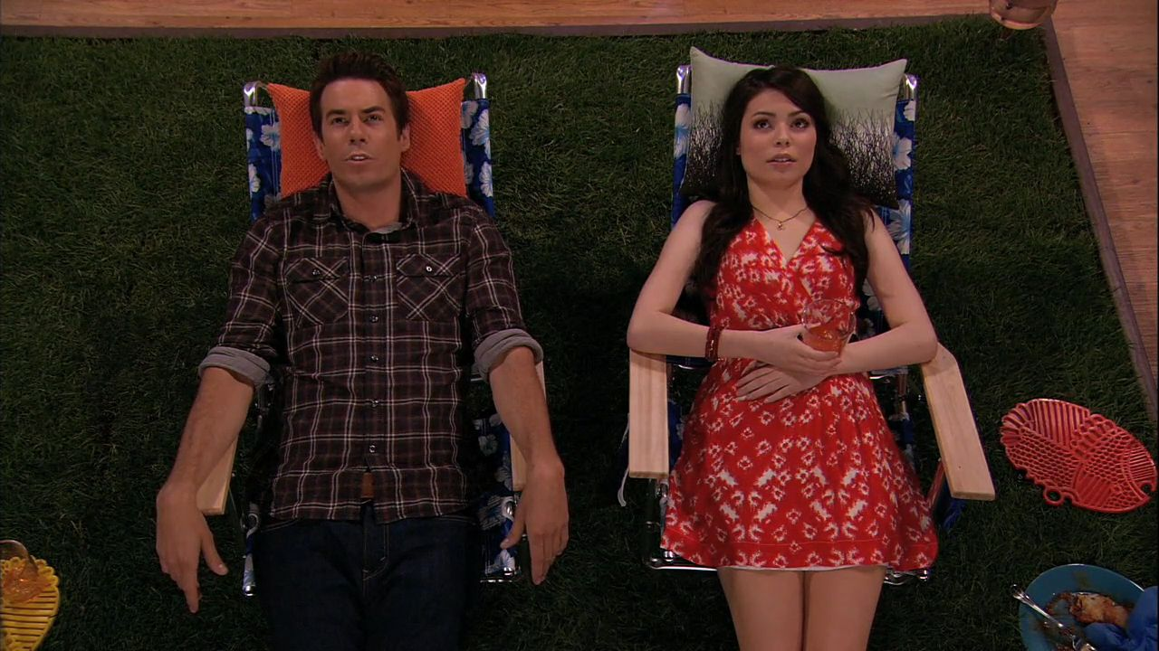 icarly sam dating freddie Eleven years later and there's still one burning question icarly fans are still dying to know an answer to: who did freddie love carly or sam.