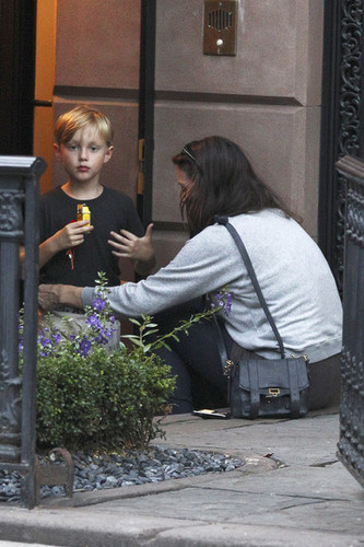 Actress Liv Tyler and son Milo are seen leaving her halaman awal in New York