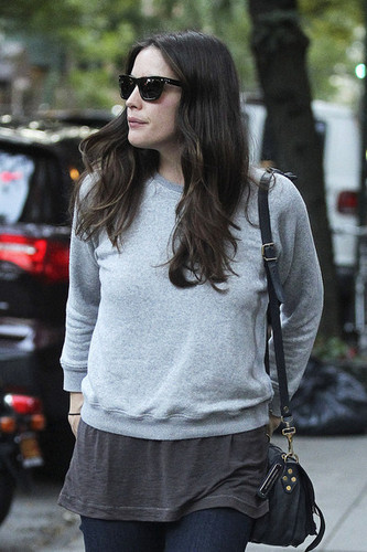 Actress Liv Tyler and son Milo are seen leaving her ہوم in New York