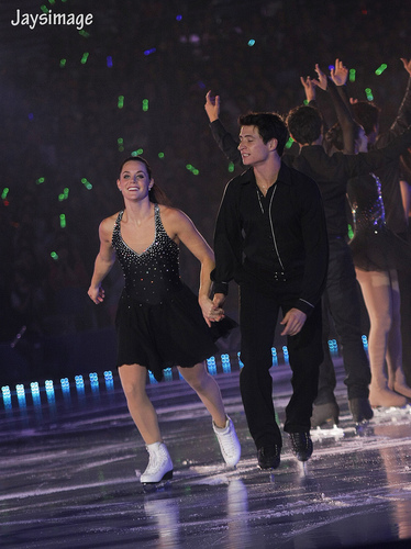 Tessa Virtue & Scott Moir wallpaper probably with a concert entitled All that skate summer 2011
