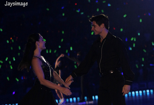 Tessa Virtue & Scott Moir wallpaper with a concert and a guitarist entitled All that skate summer 2011