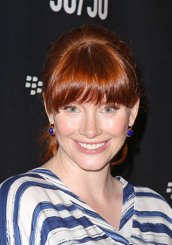 "Bryce Dallas Howard پیپر وال entitled BlackBerry Hosts Premiere Party For ""50/50"" At TIFF"