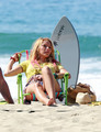 "Blake Lively films ""Savages"" at Laguna beach, pwani in L.A, Sep 12"