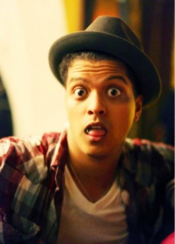Bruno Mars fond d'écran possibly with a green beret, a fedora, and a boater called Bruno Mars <3