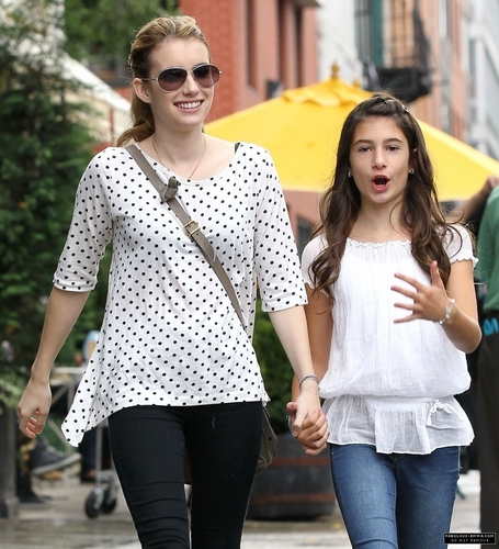 Emma Roberts & her sister Grace out in Soho (9/10)