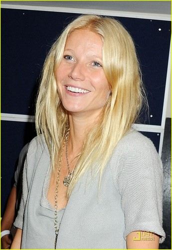 Gwyneth Paltrow Wins A Creative Arts Emmy Award