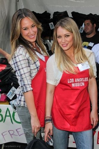 Haylie&Hilary - LA Mission's End of Summer Block Party - August 27, 2011 - haylie-duff Photo