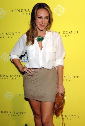 Haylie - Kendra Scott Jewelry Of Beverly Hills Grand Opening Benefiting - August 10, 2011 - haylie-duff Photo