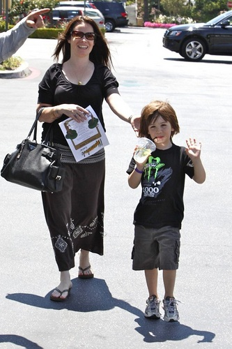 houx Marie - Out and About in Calabasas - 05.31.10