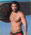 Jason Momoa: Shirtless Beach Six Pack!