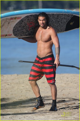 Jason Momoa: Shirtless de praia, praia Six Pack!
