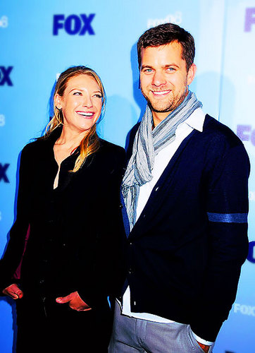 Anna Torv and Joshua Jackson 바탕화면 with a business suit, a suit, and a well dressed person titled Josh & Anna <3