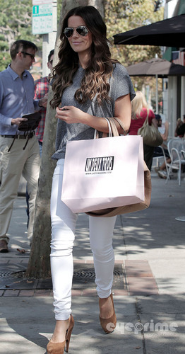 Kate Beckinsale takes her daughter shopping in Hollywood, Sep 12