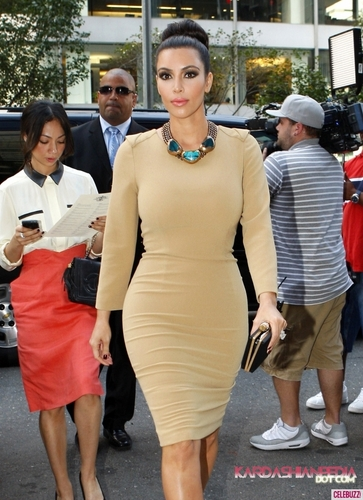 Kim heads to Rachel Roy's fashion show at Fashion Week - 12/09/2011