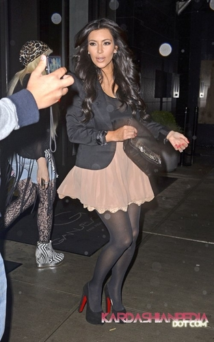 Kim leaves ABC Studios after making an appearance on GMA - 07/09/2011