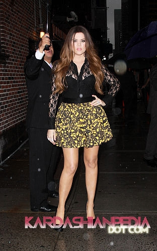 Kourtney, Kim and Khloe visit The Late 显示 with David Letterman - 06/09/2011
