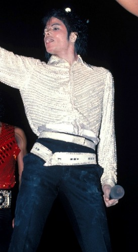 The 80s پیپر وال containing a pullover titled MIchael Jackson<3 The best of all
