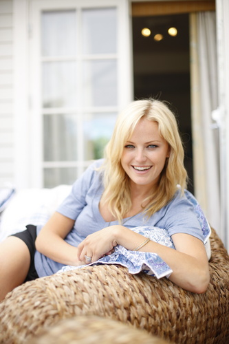 Malin Akerman wallpaper called Malin Akerman: Summer House Magazine 2008