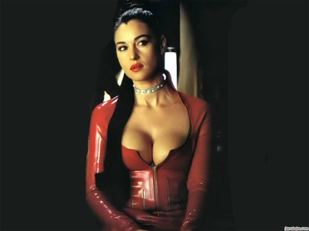 monica bellucci hot milf