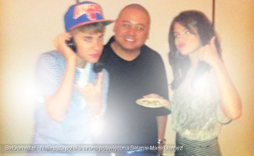 Justin Bieber and Selena Gomez wallpaper possibly containing a sign entitled NEW jelena photos
