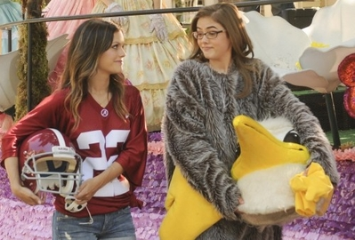 New 'Hart Of Dixie' promotional stills [1x02: Parades and Pariahs]