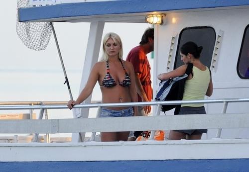 "On Set of ""2 Headed cá mập Attack"""