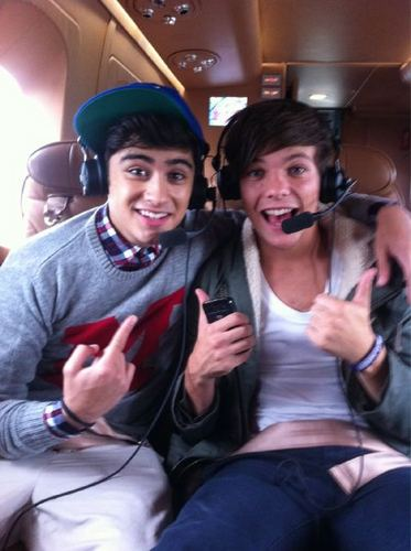 One Direction in a Helicopter on their way to signings [11/09/11] <3