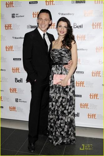 Rachel Weisz: 'Deep Blue Sea' Premiere with Tom Hiddleston!