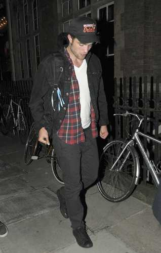 Robert out in Londres Yesterday (9th September)