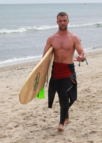 Jesse Spencer fond d'écran probably containing a kayak, a raft, and an outrigger canoë entitled Surfrider Foundation's 6th Annual Celebrity Expression Session [September 10, 2011]