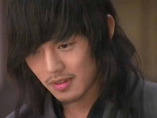Yoo Ah In as Geol Oh in SKKS