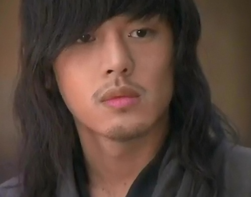 Yoo Ah In as Moon Jae Shin in SKKS
