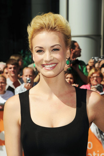 Yvonne Strahovski @ the Premiere of 'Killer Elite' @ the 2011 Toronto International Film Festival