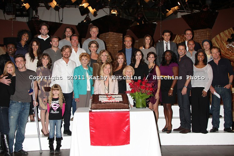 All of the cast young and the restless actors 25218350 750 500