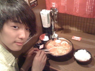 Kang Min Hyuk দেওয়ালপত্র possibly with a dumpling, a holiday dinner, and an antipasto called noodles! ^^